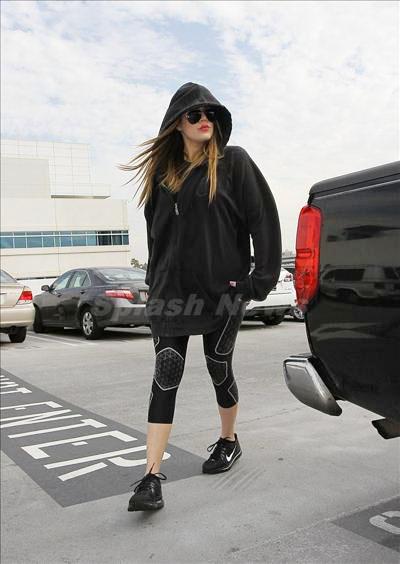 Khloe_Kardashian_131230_01.jpg