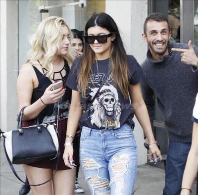 Kylie_Jenner_131229_02.jpg