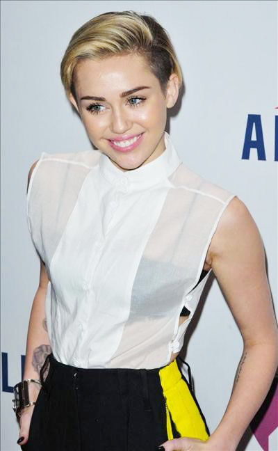Miley_Cyrus_131229_01.jpg