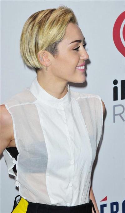 Miley_Cyrus_131229_03.jpg