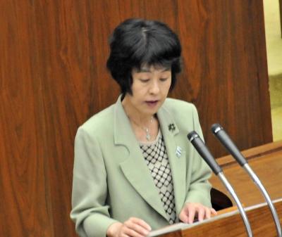 道議会で答弁する高橋知事