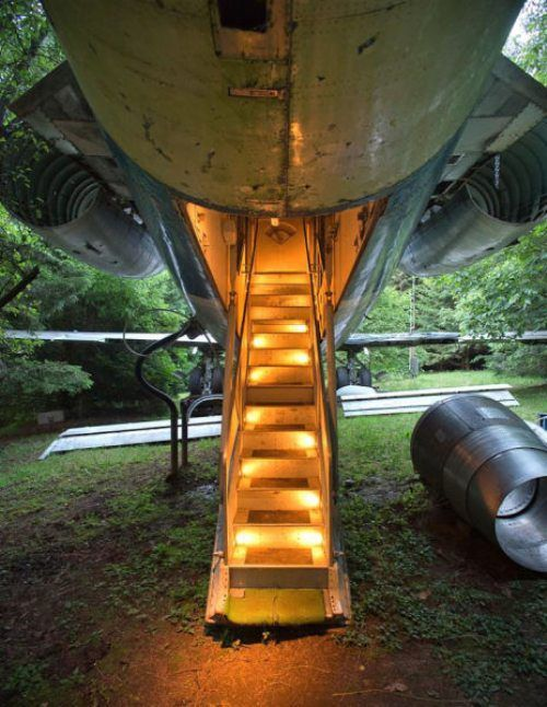 airplane-turned-house-4.jpg