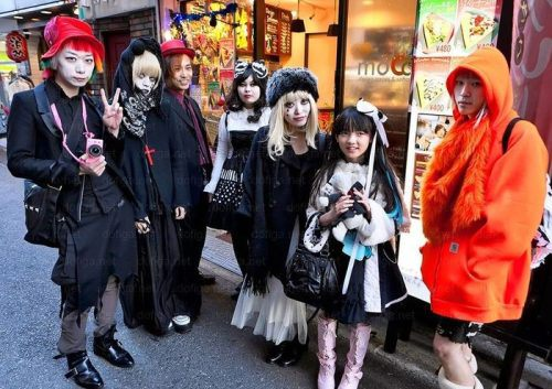bizarre-japanese-clothing-12.jpg