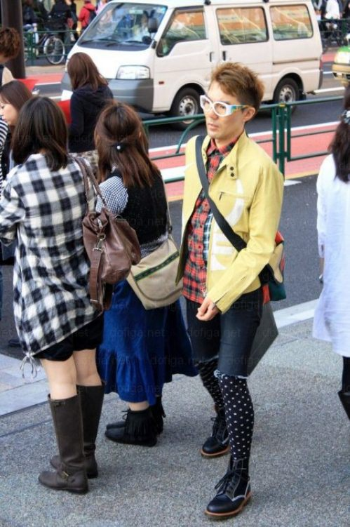 bizarre-japanese-clothing-16.jpg
