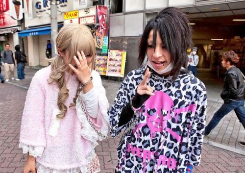 bizarre-japanese-clothing-22.jpg