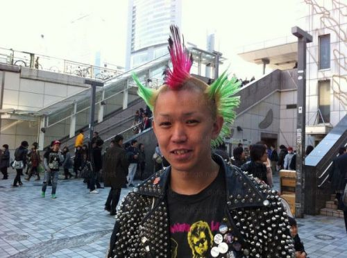 bizarre-japanese-clothing-29.jpg