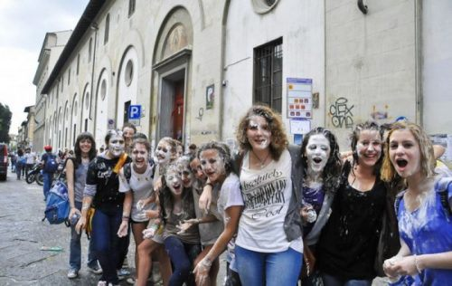 flour-egg-fight-italy-10.jpg