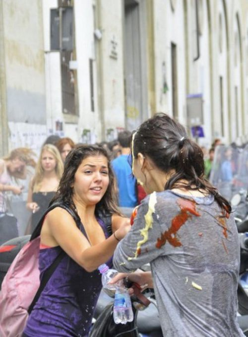 flour-egg-fight-italy-14.jpg