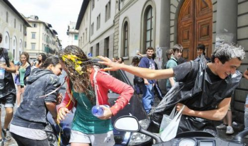 flour-egg-fight-italy-16.jpg