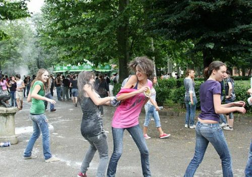 flour-egg-fight-italy-22.jpg