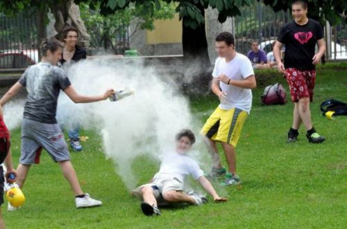 flour-egg-fight-italy-43.jpg