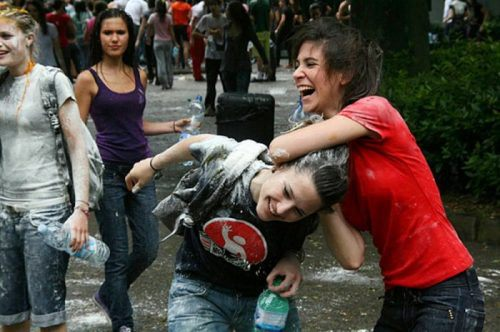 flour-egg-fight-italy-5.jpg