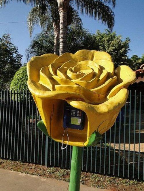 funny-phone-booths-bizarre-19.jpg