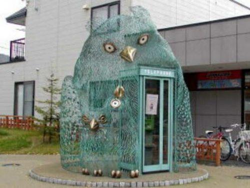 funny-phone-booths-bizarre-31.jpg