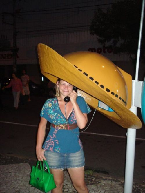 funny-phone-booths-bizarre-7.jpg