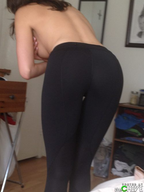 hot-girls-in-yoga-pants-33.jpg
