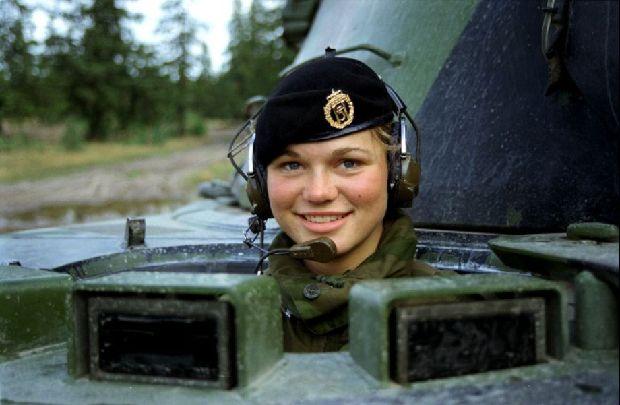 hot-girls-military-pt3-920-25.jpg