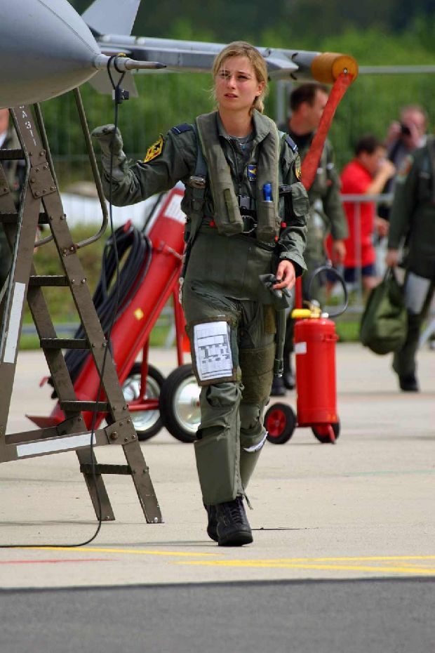 hot-girls-military-pt3-920-4.jpg