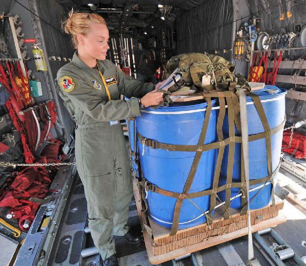 hot-girls-military-pt3-920-43.jpg