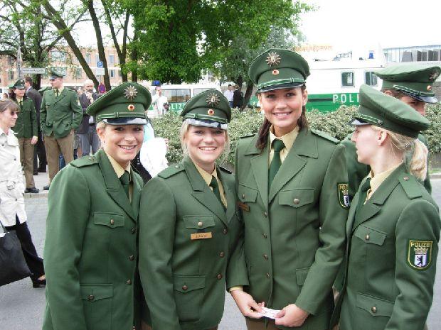 hot-girls-military-pt3-920-81.jpg