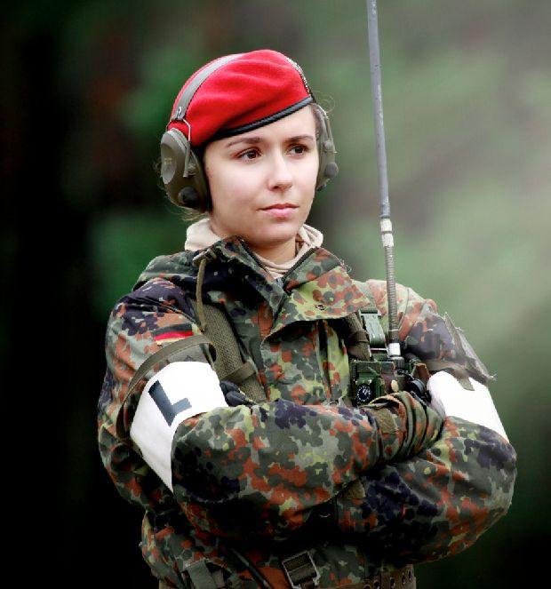 hot-girls-military-pt3-920-86.jpg