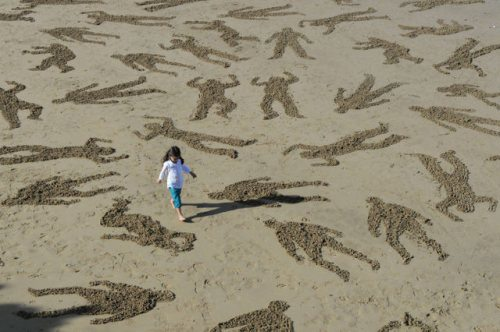 normandy-body-sand-stencils-beach-17.jpg