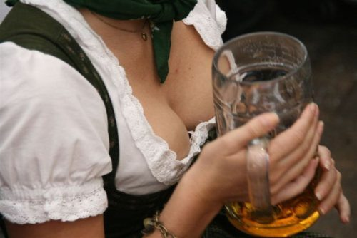 oktoberfest-girls-cleavage-boobs-13.jpg