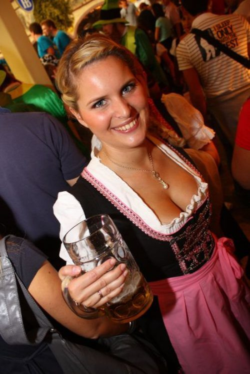 oktoberfest-girls-cleavage-boobs-15.jpg