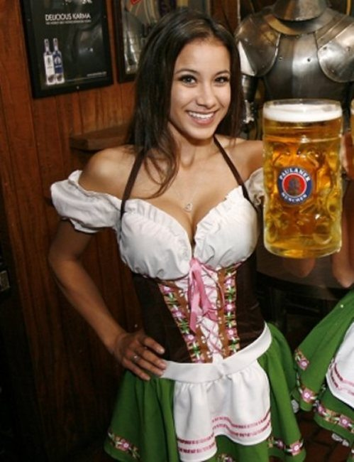oktoberfest-girls-cleavage-boobs-2.jpg