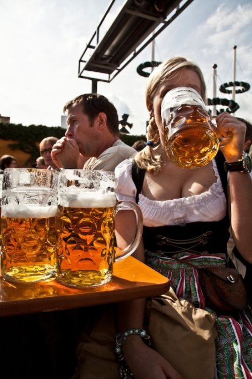oktoberfest-girls-cleavage-boobs-20.jpg