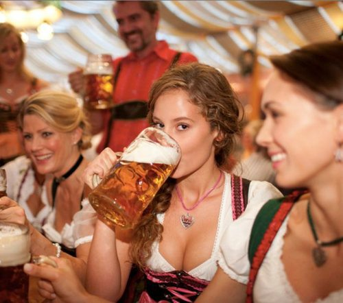 oktoberfest-girls-cleavage-boobs-23.jpg