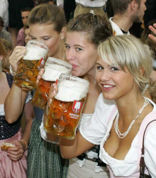 oktoberfest-girls-cleavage-boobs-25.jpg
