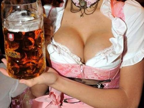 oktoberfest-girls-cleavage-boobs-27.jpg