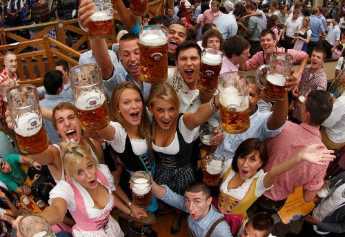 oktoberfest-girls-cleavage-boobs-28.jpg