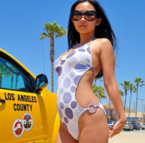 sexy-girls-in-one-piece-bathing-suits28.jpg