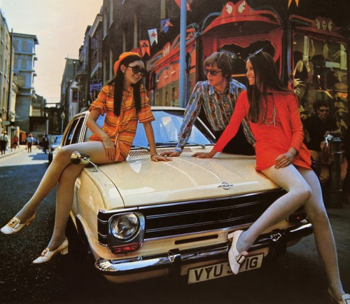 vintage-car-girls-500-80.jpg