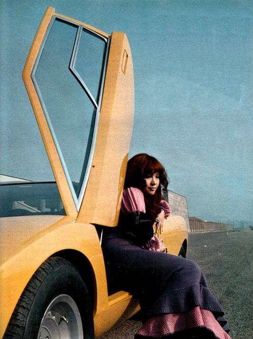 vintage-car-girls-500-85.jpg