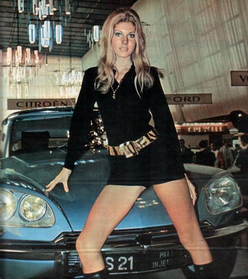 vintage-car-girls-500-89.jpg