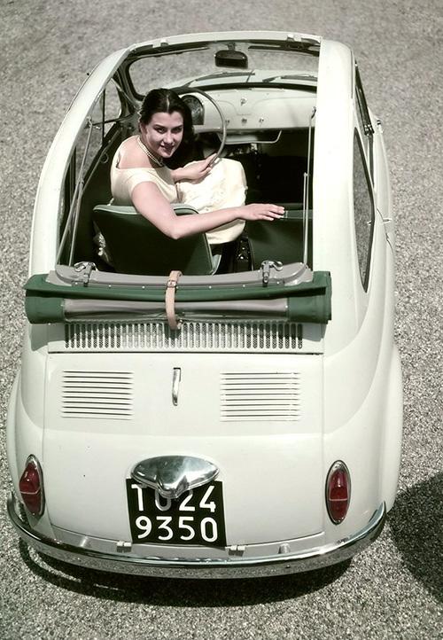 vintage-car-girls-500-90.jpg