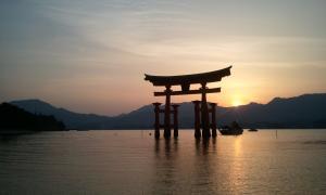 厳島神社 夕日