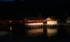 厳島神社 夜