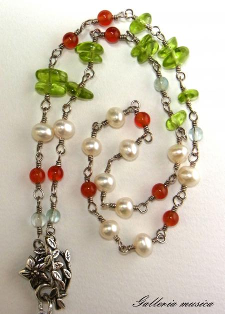 赤い実のネックレス2