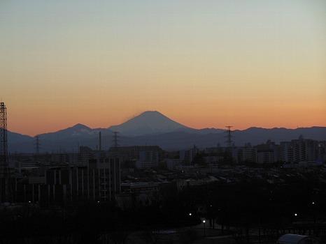 雲一つなき富士遠景