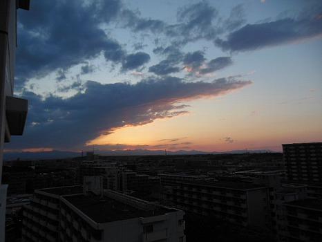 夕陽あやしく