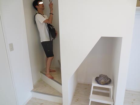 南山田テラスハウス階段下
