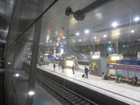 フランクフルト駅、早朝