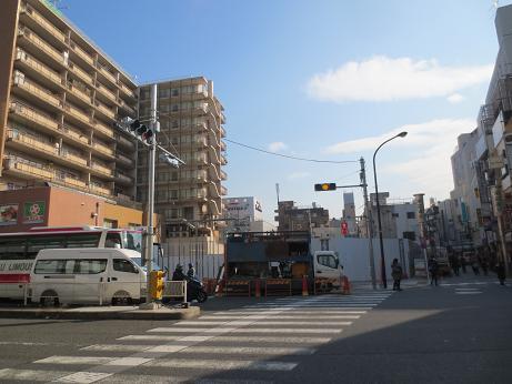 建設中、末広通り入口