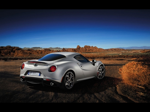 2013-Alfa-Romeo-4C-Launch-Edition-03