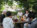 プラタナスの木の下で昼食