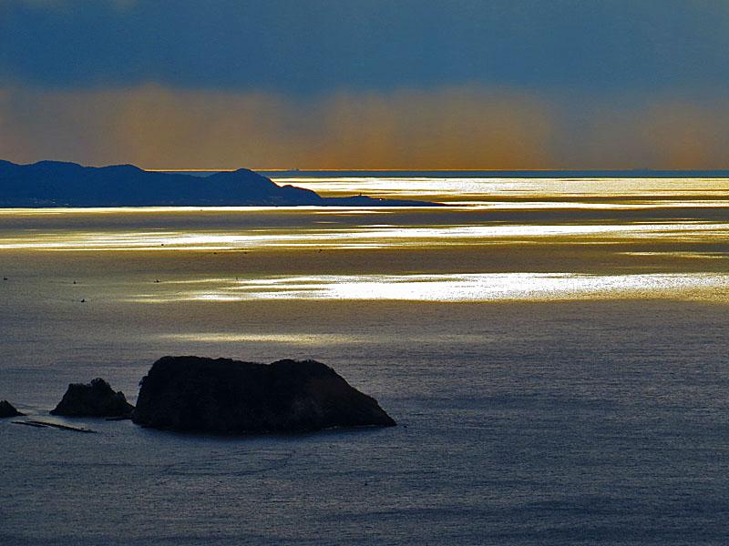 131222厳かに輝く海3